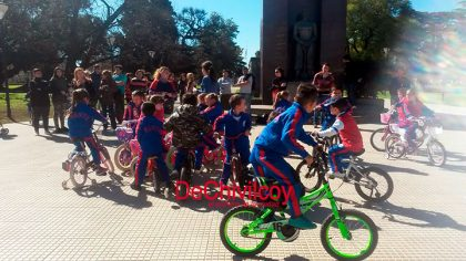 """El Jardín de Infantes """"Santa Cecilia"""" organizó una """"bicicleteada"""" para concientizar"""