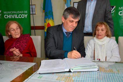 Se firmó la transferencia del predio para el Parque Industrial en Moquehuá