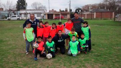 Un encuentro de futbol de niños del Barrio Los Arces se llevó a cabo en el Polideportivo