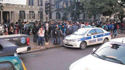 """""""Chau, mierdas"""": la carta de la estudiante que intentó suicidarse en La Plata"""