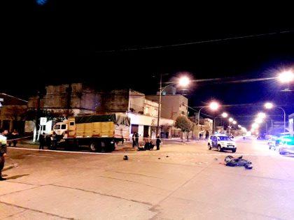 En los primeros minutos de hoy: Un muerto y un herido grave en accidente en Avenida Güemes y Maipú