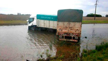 Un camión embistió a dos tractores en cercanías de La Rica