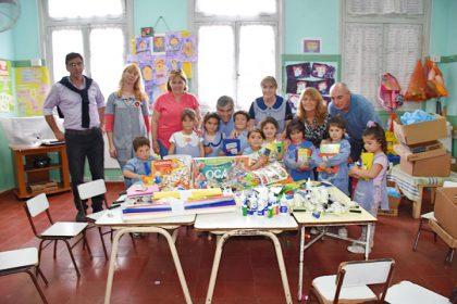 El intendente entregó material didáctico y juguetes al Jardín 911