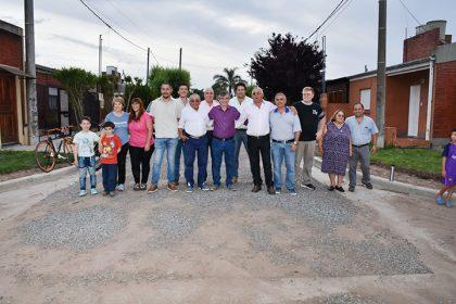 Finalizan trece cuadras de cordón cuneta y colocación de piedra caliza en el barrio Bomberos Voluntarios