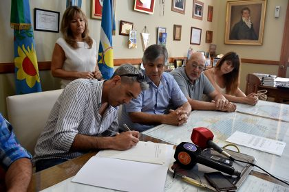 Firma de escrituras de tres empresas del Parque Industrial