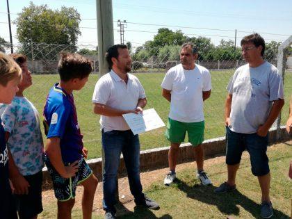 José Ferro entregó un subsidio al Club Social y Deportivo Moquehuá