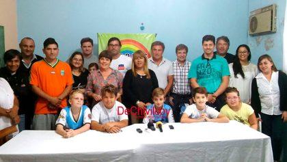 La Selección de Fútbol 2008 donó dos mil quinientos dólares a la ONG Arco Iris