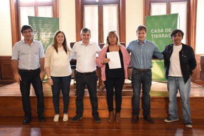 Treinta y tres Asociaciones Civiles recibieron sus certificados y resoluciones