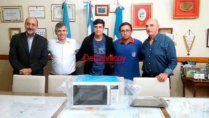 """Donación de un microondas a la Escuela Técnica Nº 1 """"Mariano Moreno"""""""