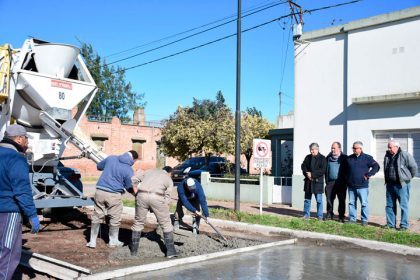 Britos recorrió obras de pavimento en Moquehuá
