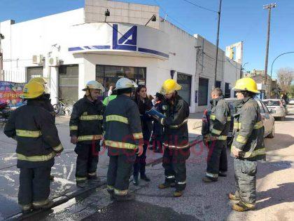 [ESTA TARDE] Incendio en el sector Panadería del supermercado La Anónima